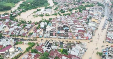 Paroki St. Padre Pio Bahu Membahu Tolong Umat Yang Terkena Banjir.